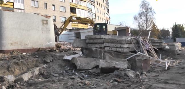 Скандал у Луцьку: пригнали техніку і знищили бібліотеку (відео)
