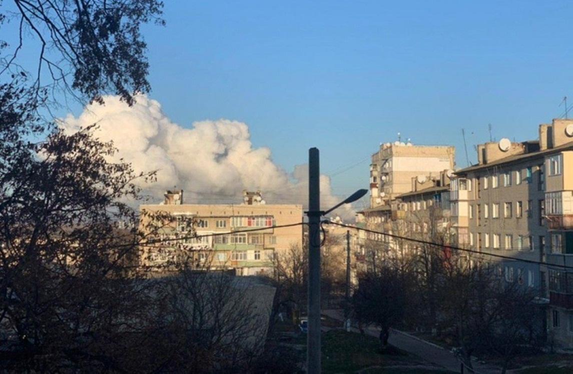 На військових складах знову лунають вибухи: всі подробиці (фото, відео)