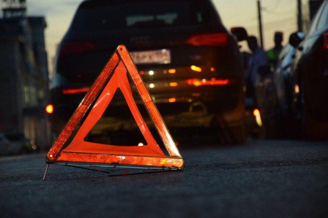 У центрі Луцька Mercedes врізався у Lexus (фото, відео)
