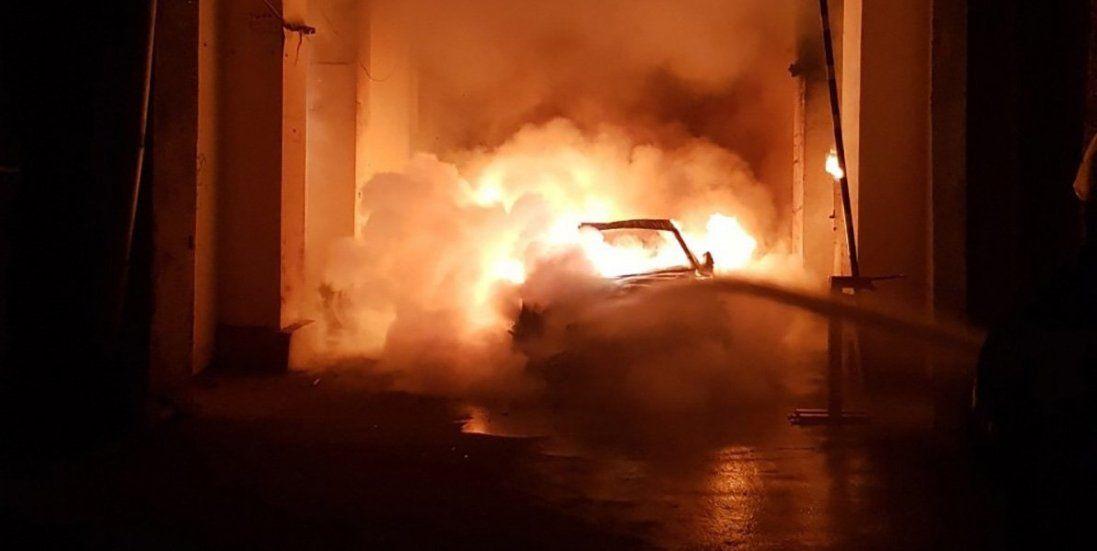 У Луцьку вночі згоріло авто. Палало, як свічка (фото)
