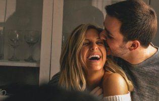 Кохання сяюче, як топаз: як святкувати і що дарувати на 16 річницю