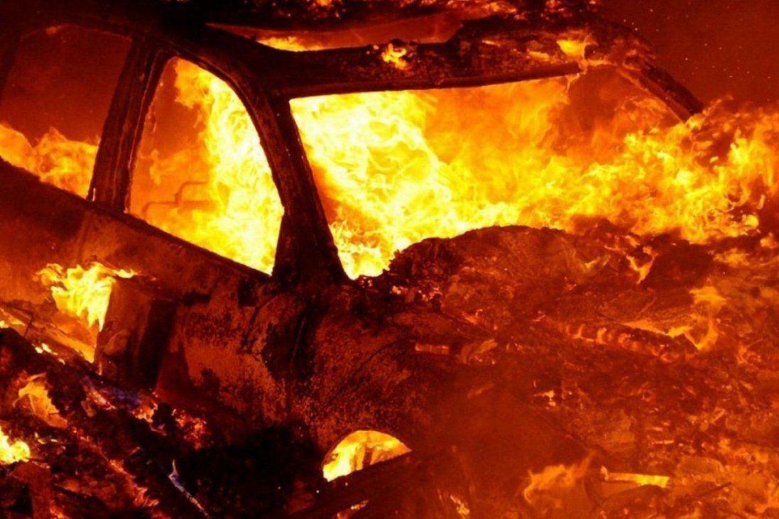 Машину на автостанції в Луцьку спалила банда (фото)