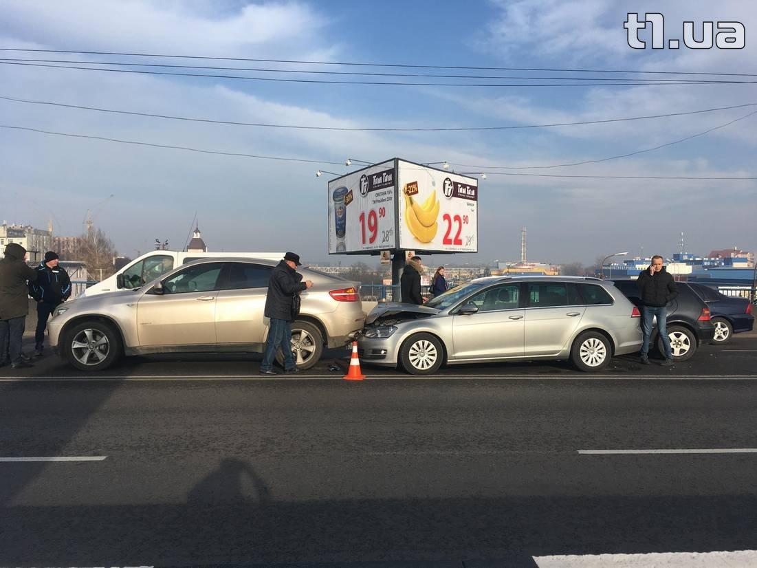 У Луцьку — подвійна аварія на мості (фото)