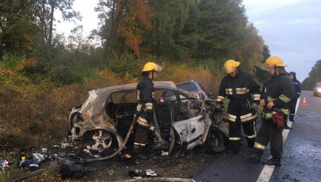 Під Луцьком згоріла Toyota – шукають свідків автопригоди (відео)