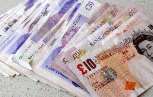 Невідомий благодійник роками підкидає селянам гроші (фото)
