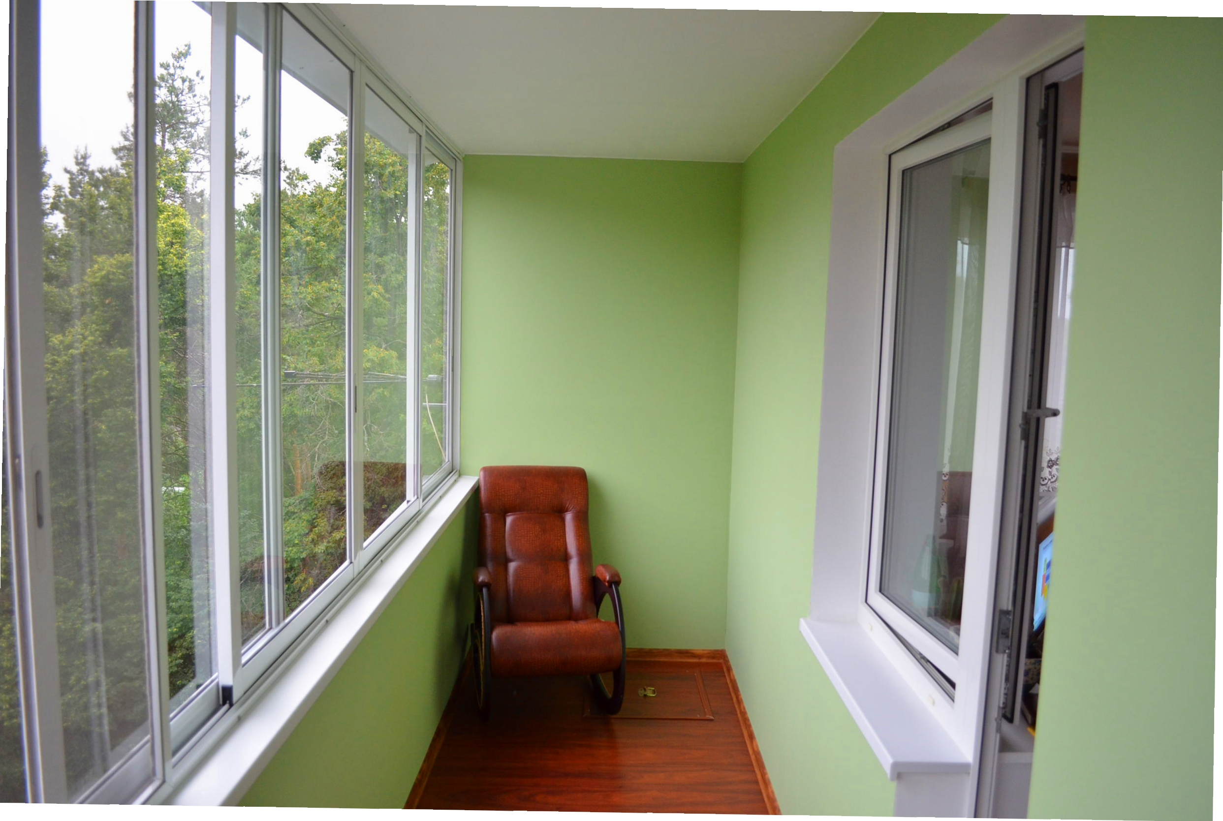 Просто та надійно: як власноруч обшити балкон гіпсокартоном