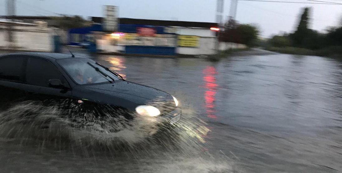 Популярний український курорт затопило (фото, відео)