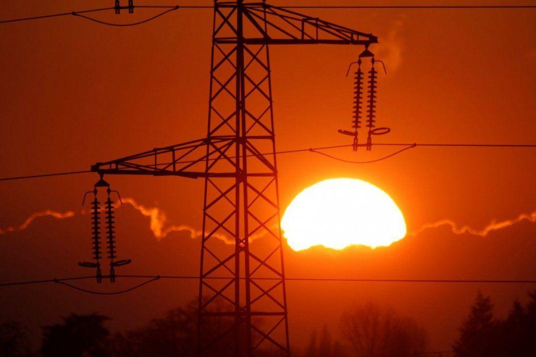 В Україні знову подорожчає електрика: коли і наскільки