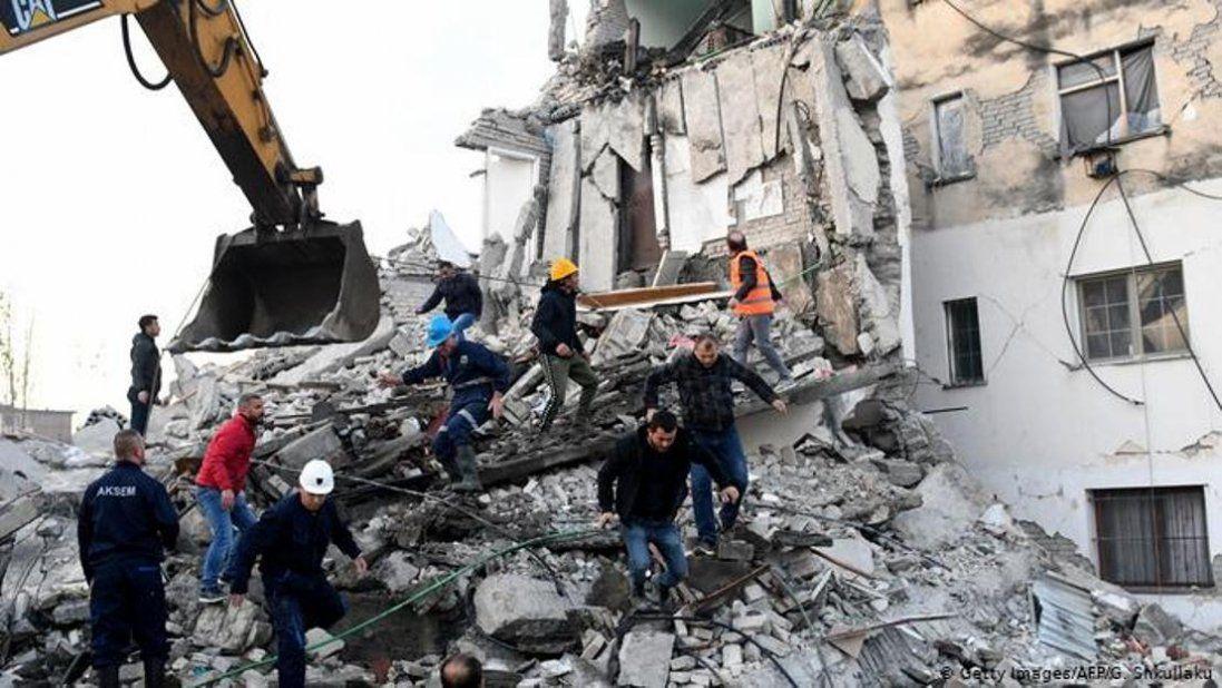 Нищівний землетрус в Албанії: десятки загиблих, сотні поранених (фото)