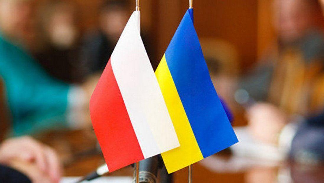 «Українська к*рва», «*бана прибиральниця»: у Польщі жорстоко знущалися з українки (відео)