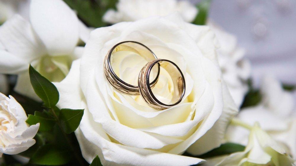 Як святкувати та що дарувати на золоте весілля