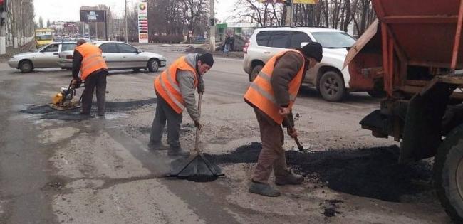В Україні відмовляються від ямкового ремонту доріг, – Кабмін