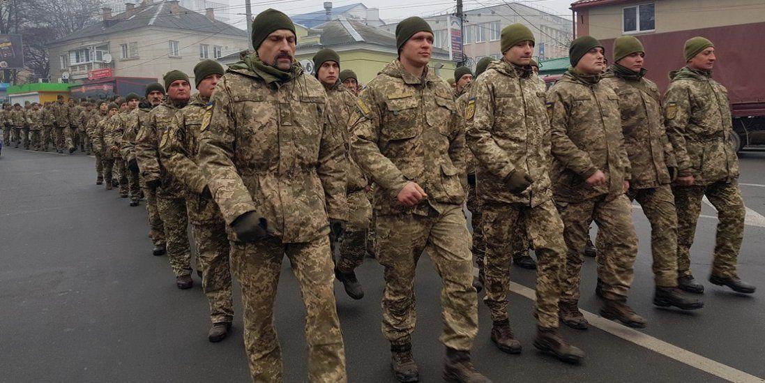 У Тернополі дві тисячі військових влаштували марш. Чому? (фото)