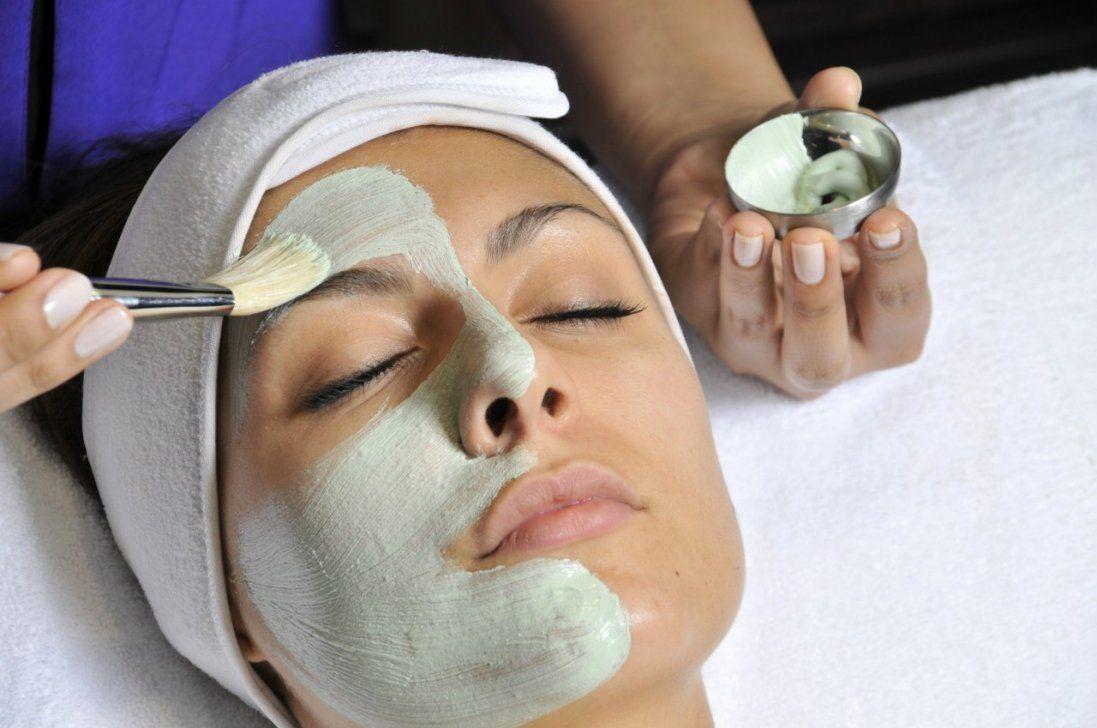 Позбавляємось вугрів та чорних цяток: 25 масок для красивого обличчя