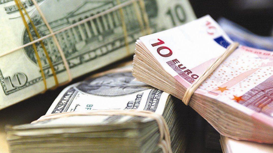 Долар і євро знову подешевшали - курс валют на 2 грудня
