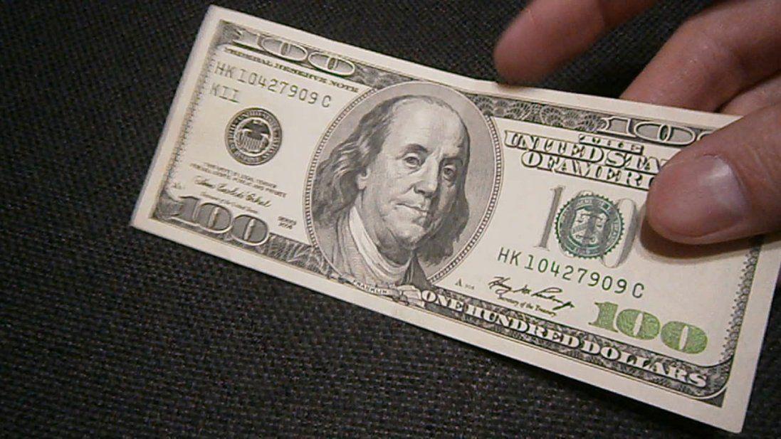 Влетівши у шлагбаум, п'яний водій у Луцьку хотів відкупитися 100 доларами
