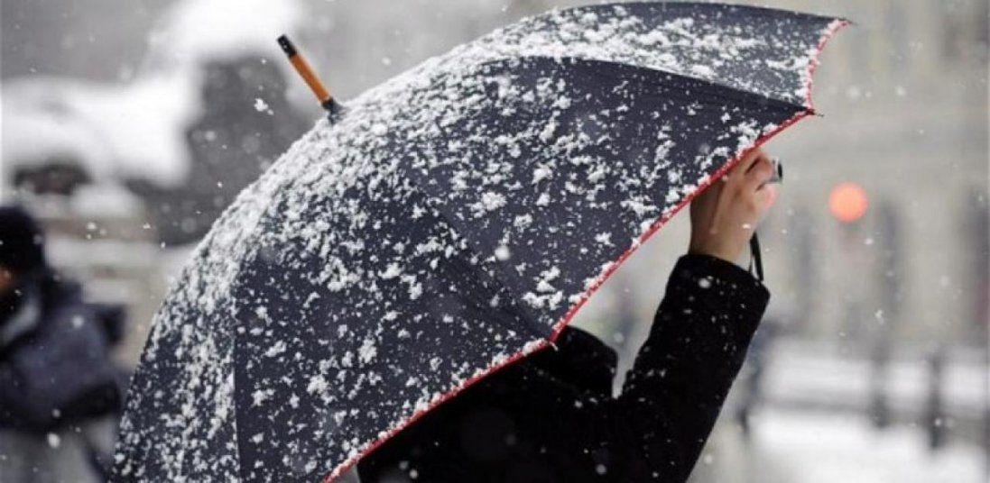 Сніг і вітер: українців попереджають про різке погіршення погоди