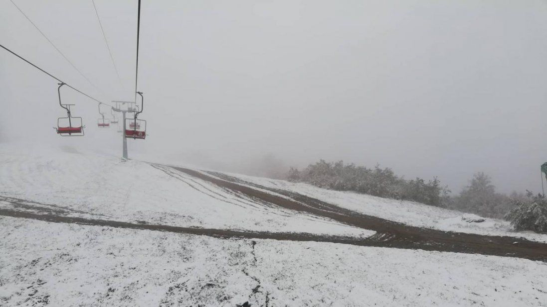 У Карпатах – 16 сантиметрів снігу (фото)