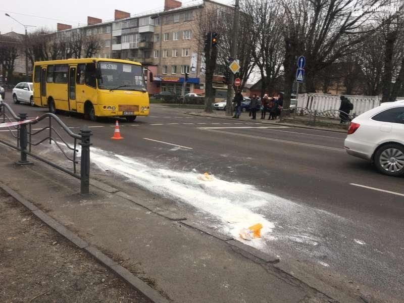 У Луцьку маршрутка збила чоловіка (фото)