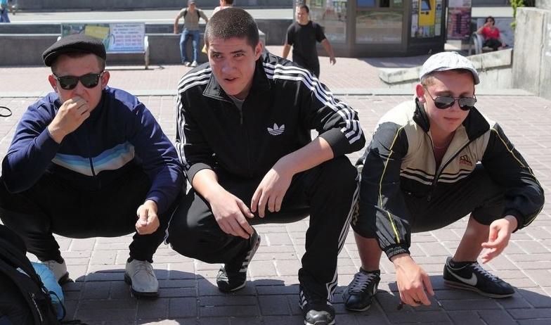 Гопників, які грабували неповнолітніх, відправили під суд
