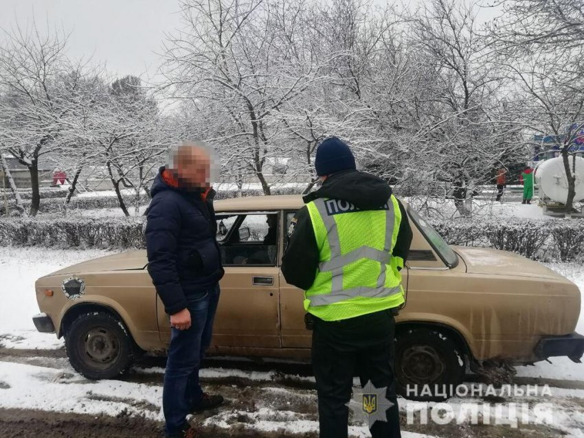 Сніг призвів до пробок на дорогах Одещини