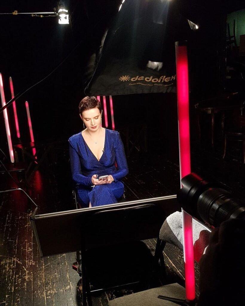 Яніна Соколова у відвертій сукні