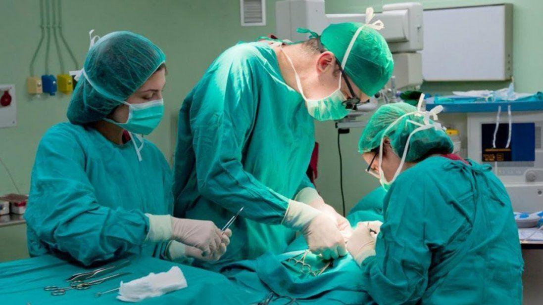 Після пластичної операції в жінки облізла шкіра (фото 18+)