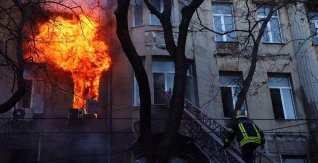 Студенти вистрибували через вікна – загорівся одеський коледж (фото, відео)