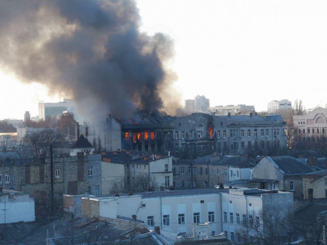 Пожежа в Одесі: невідома доля 7 людей (фото)