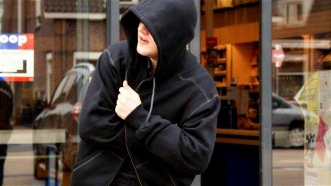 Волинянин вкрав куртку з манекена