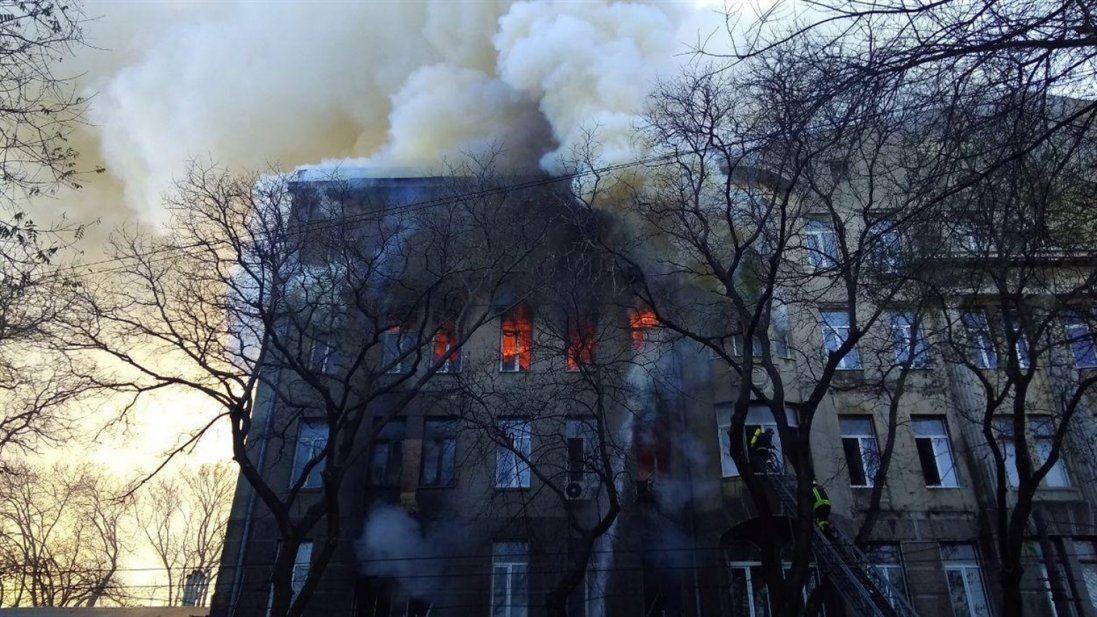 Дзвонили і прощалися: оприлюднили список зниклих безвісти на пожежі в Одесі (фото)