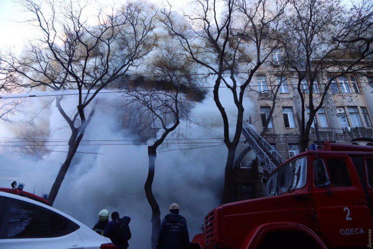 Родина зниклого хлопця на пожежі в Одесі поховала старшого сина