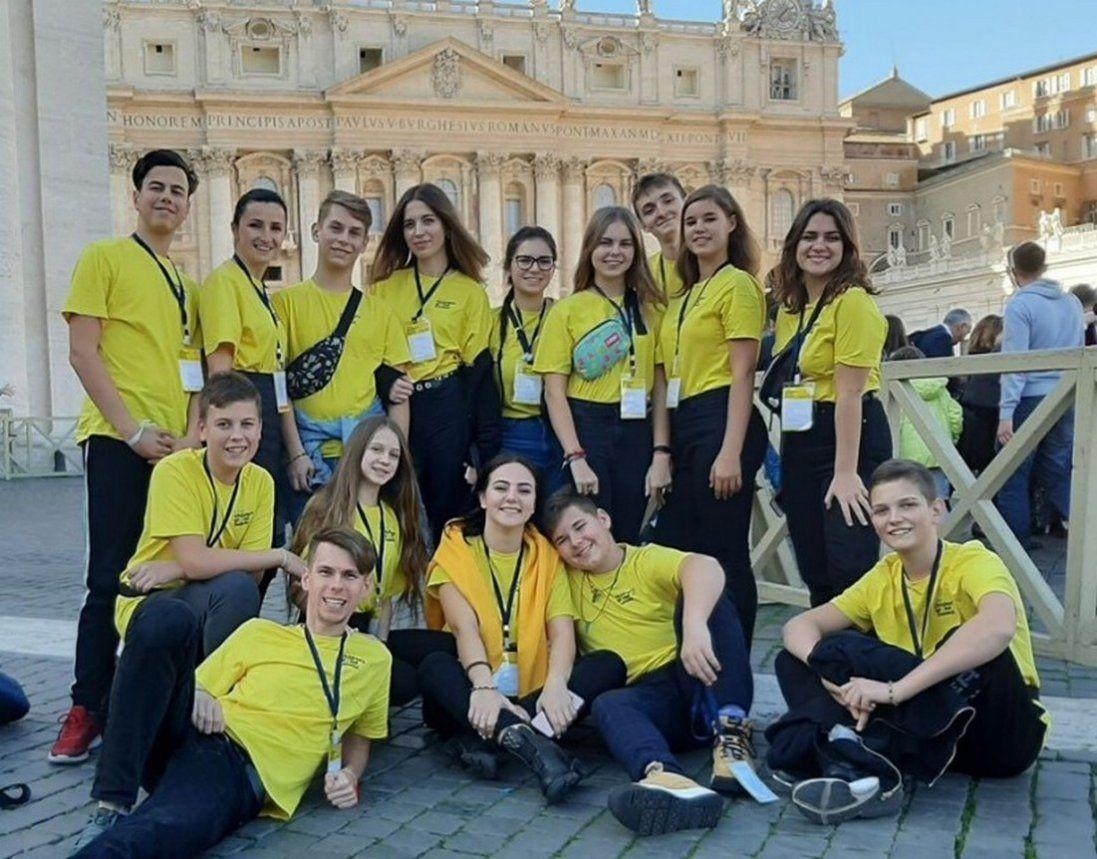 Що подарували школярі з Луцька Папі Римському (фото)