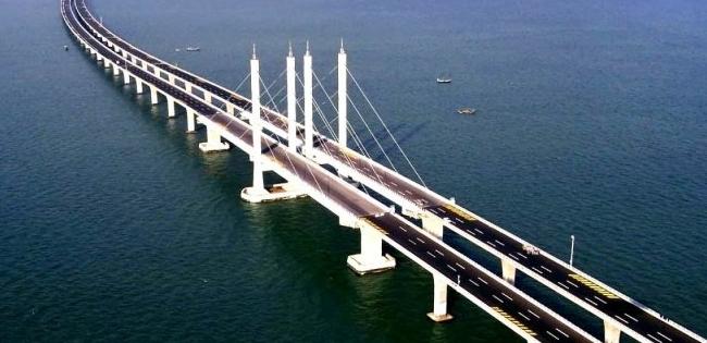 Малювали рукод*пи: як у мережі відреагували на оновлення Кримського моста (фото, відео)
