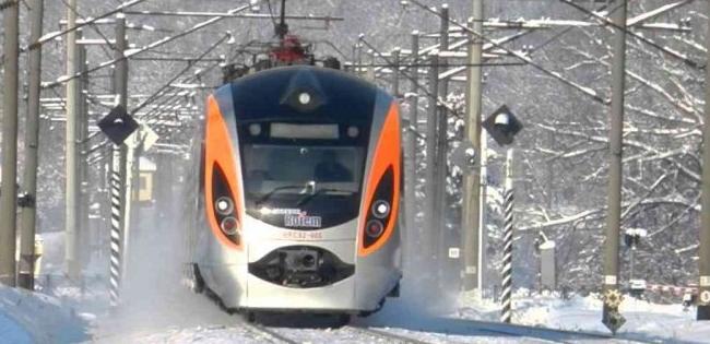 Укрзалізниця призначила вісім нових потягів і змінила графіки руху