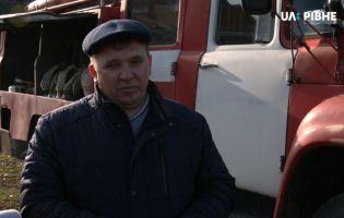 Українець купив собі пожежну машину і безкоштовно їздить на виклики