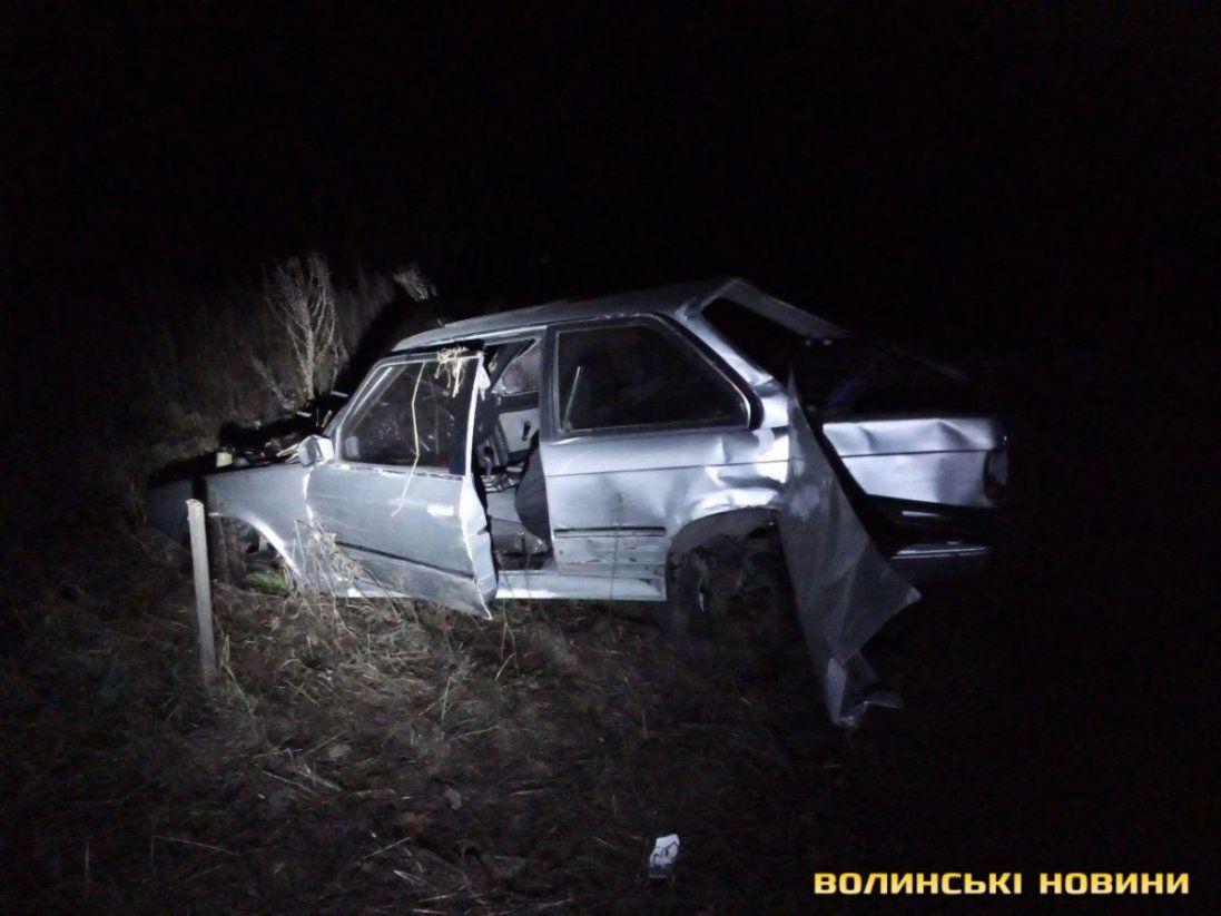 Біля Луцька п'яний водій з пасажирами злетів у кювет (фото)