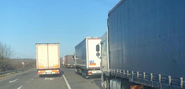 На «Ягодині» – черга із 800 вантажівок