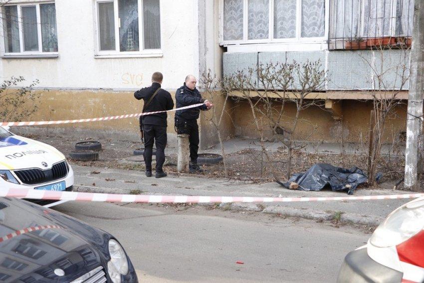 У Шевченківському районі Києва, на вулиці Орловська, 15, з вікна багатоповерхівки випав підліток