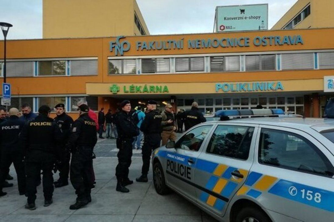 Через стрілянину в чеській лікарні загинуло шестеро людей (відео)