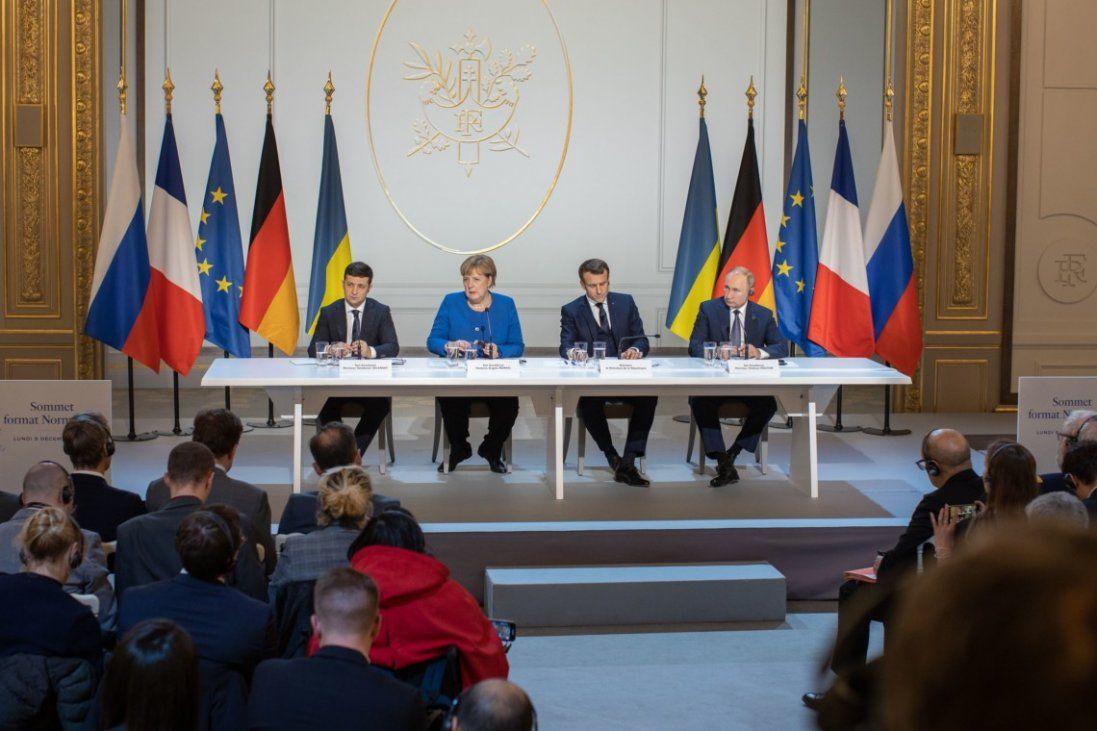 Як реагують відомі українці та політики на результати нормандської зустрічі