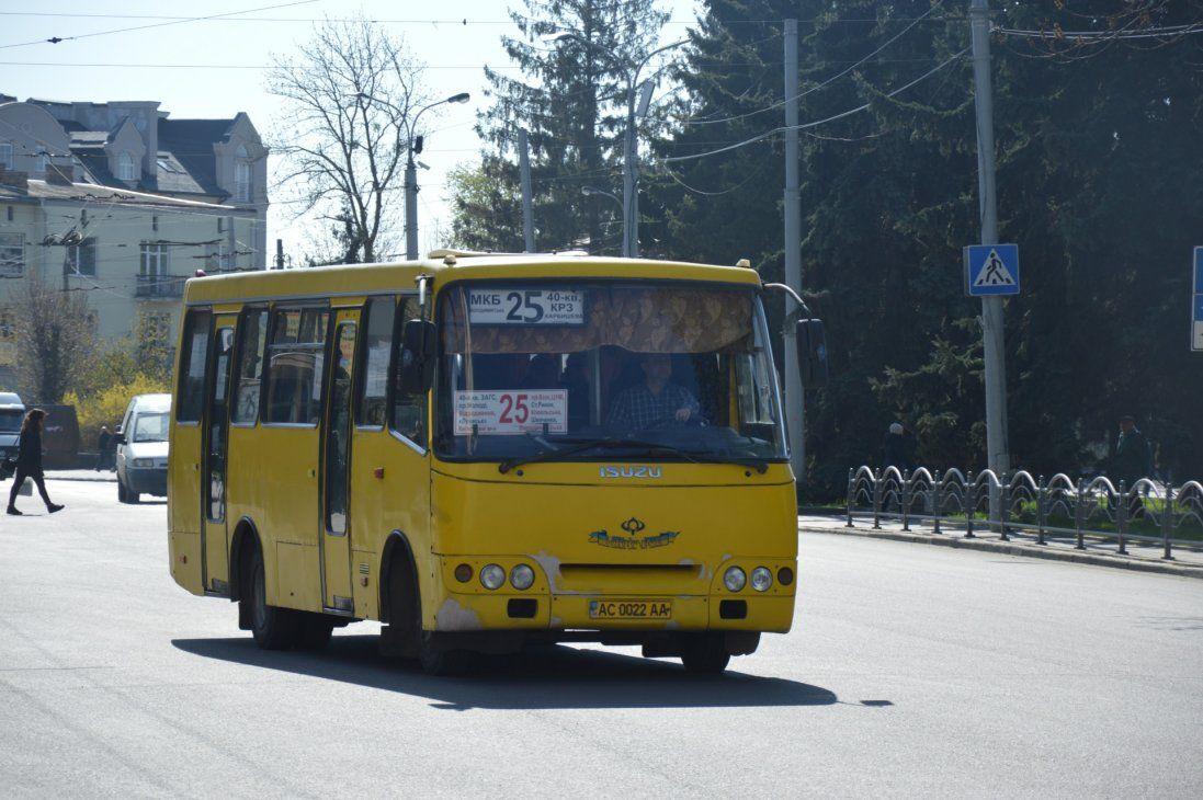 З 11 грудня Луцьком не курсуватимуть автобуси на 13 маршрутах  (перелік)