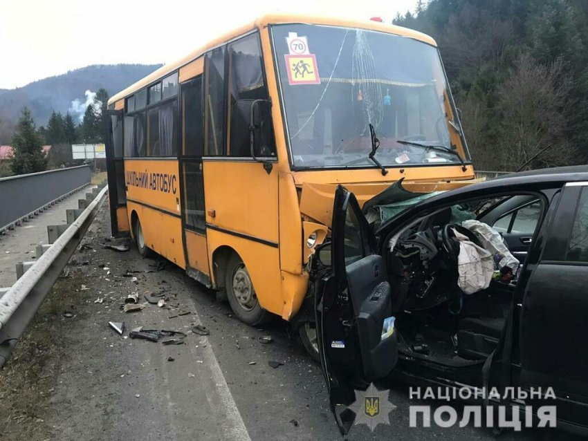 На Львівщині потрапив у ДТП автобус із дітьми