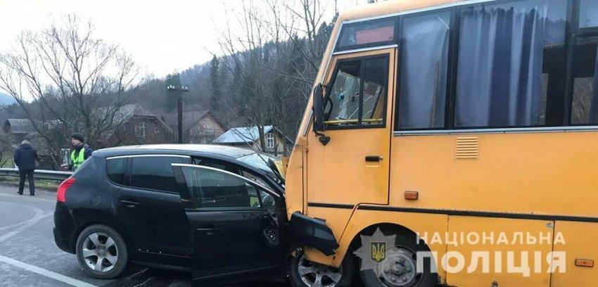 На Львівщині потрапив у аварію автобус із дітьми