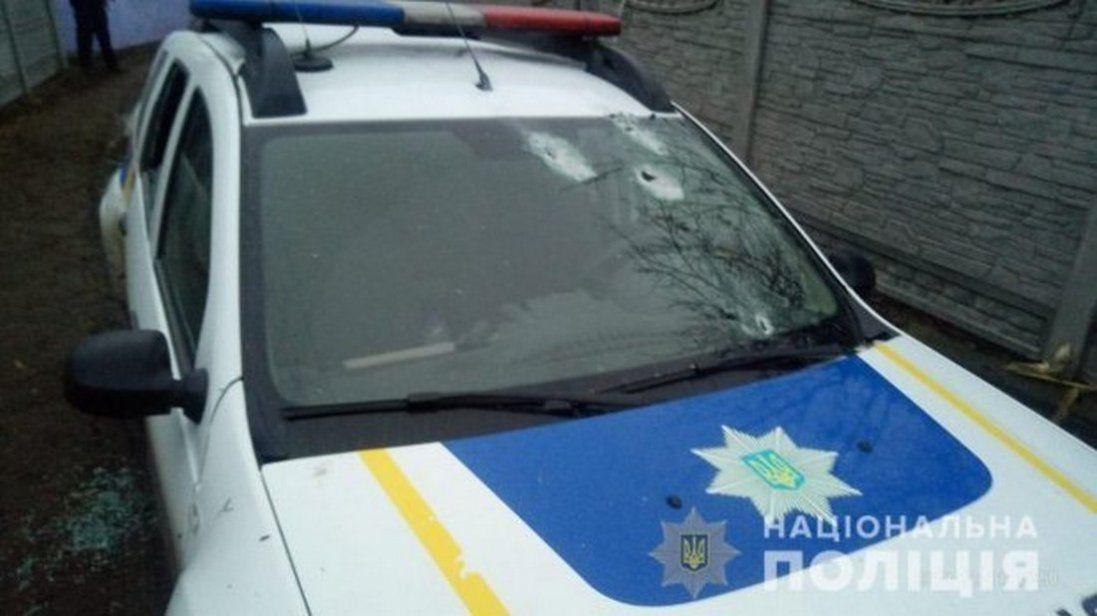 На Київщині обстріляли авто поліції. Кажуть, що через паркування