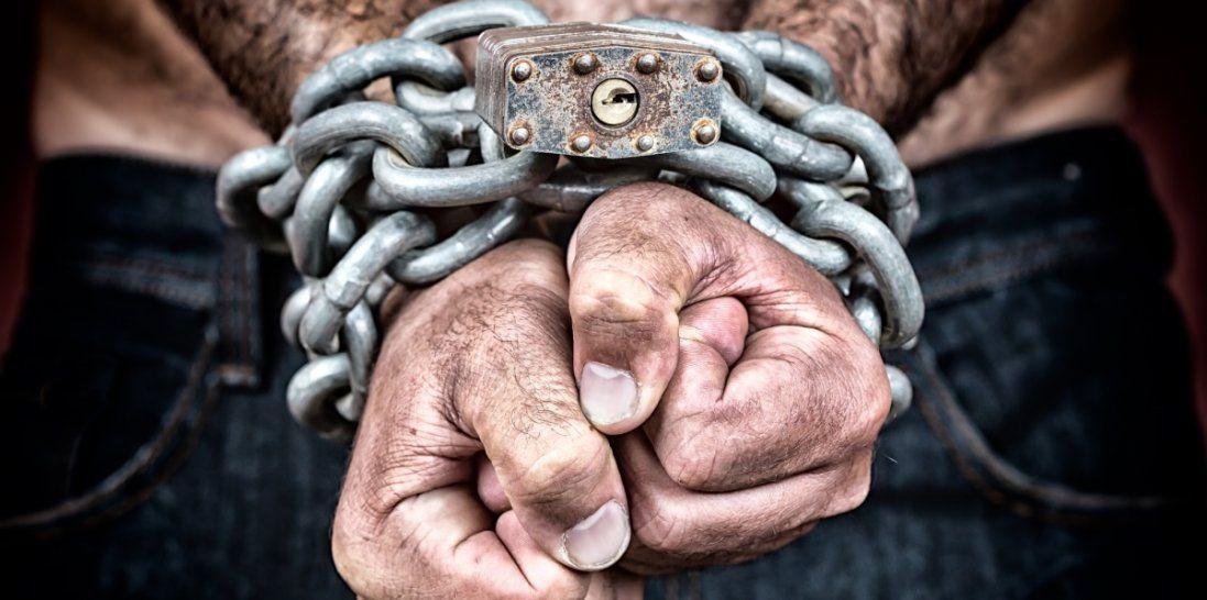 На Вінничині подружжя взяло сімьох чоловіків у рабство (відео)