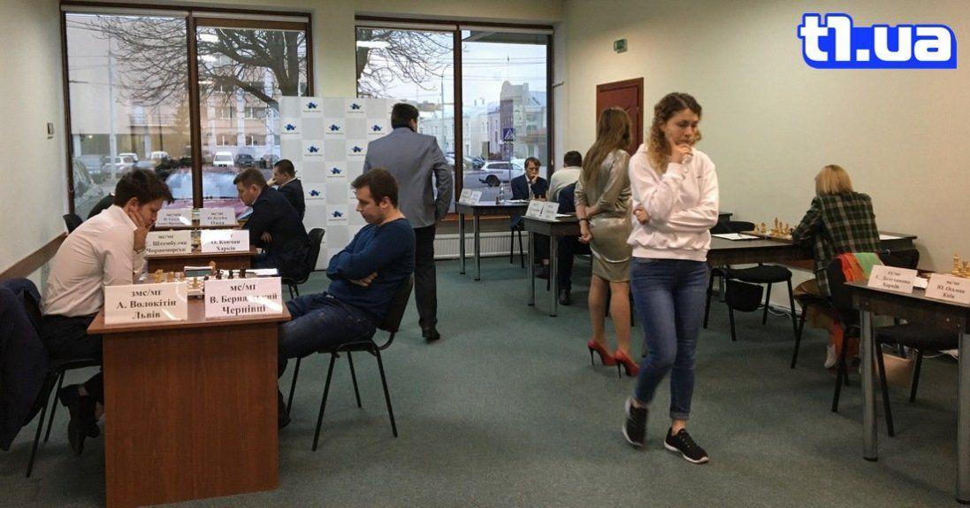 У напруженій тиші: як у Луцьку визначають шахових короля та королеву України