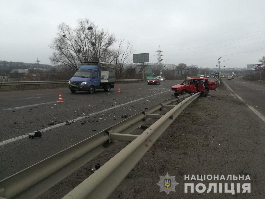 На Харківщині в результаті автопригоди загинув водій легковика (фото)