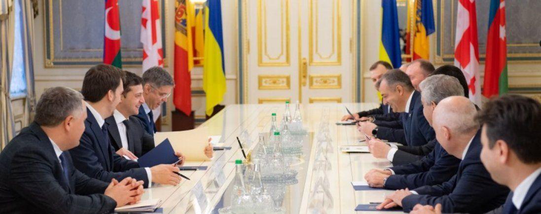 Зеленський хоче спростити перетин кордону для громадян країн-учасниць ГУАМ