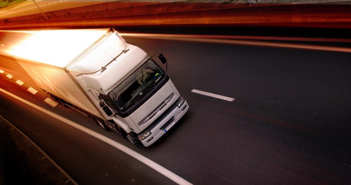 Вантажівкам заборонять їздити вдень у великих містах